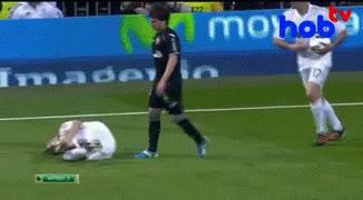 Enlace a Pepe está loco, agrede ya hasta a los de su mismo equipo