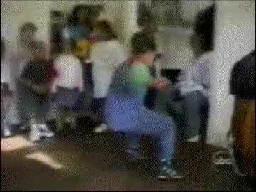 Enlace a El baile no es lo tuyo, niño
