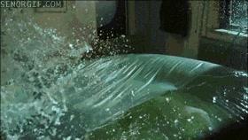 Enlace a Así es cómo explota un colchón de agua