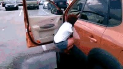 Enlace a Buena forma de evitar el charco para subir al coche