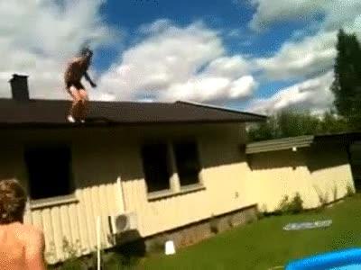 Enlace a Salto de cabeza desde el tejado