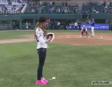 Enlace a Gran arte lanzando la pelota de baseball