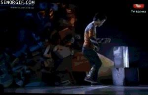 Enlace a El baile del niño robot