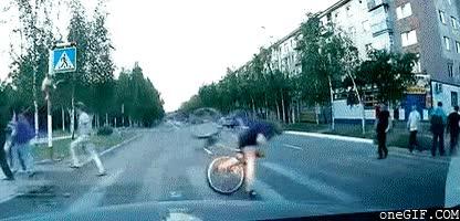 Enlace a Cruzando la calle en bicicleta