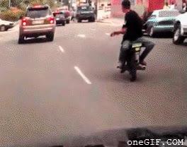 Enlace a Por llevar la moto de espaldas