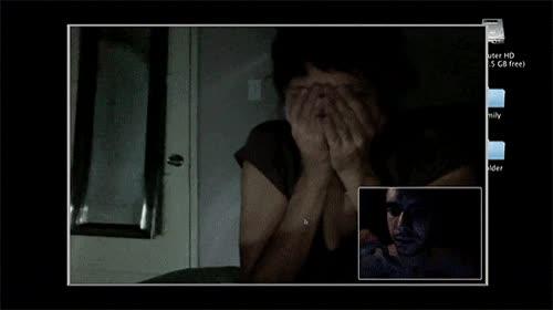 Enlace a Típico, hablas por webcam y un niño fantasma aparece.
