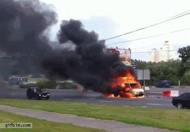 Enlace a Explosión en medio de la carretera