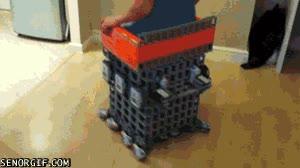 Enlace a Silla hecha de legos