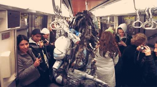 Enlace a ¿No odias cuando el metro va lleno y con un predator?