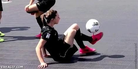Vaya Gif Chicas Que Juegan Mejor A Futbol Que Tu