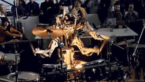 Enlace a Robot con cuatro brazos tocando la batería