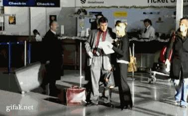 Enlace a Cómo robar maletas en el aeropuerto