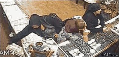 Enlace a De robo en robo