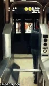 Enlace a Estar delgado tiene sus ventajas, como no pagar en el metro
