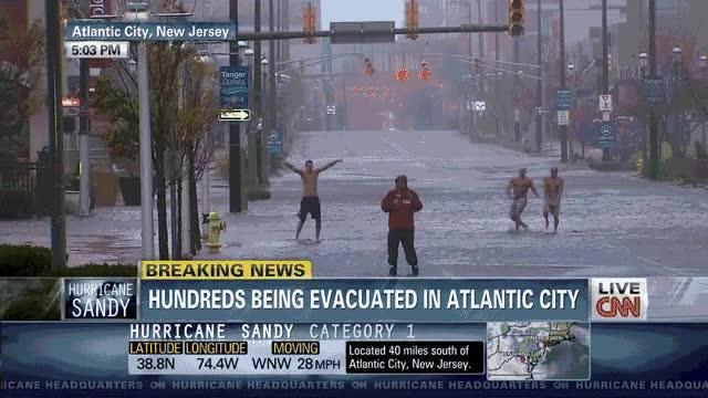 Enlace a Quién no se lo pasa bien durante un huracán, es porque no quiere...