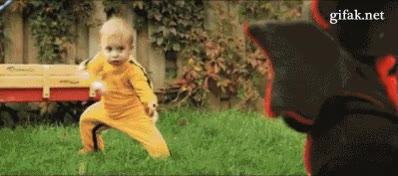 Enlace a Mini dragón contra bebé