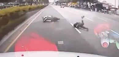 Enlace a Coche choca por detrás con una scooter