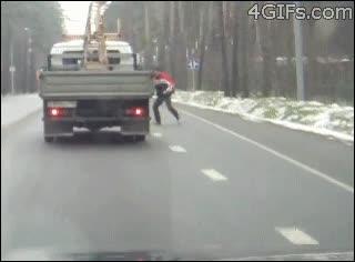 Enlace a ¡Oh no, un coche! Mejor me tiro hacia el para estar a salvo...