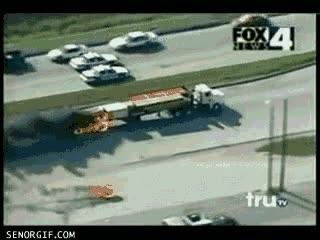 Enlace a Imagina conducir por la autopista y que te pase esto al lado