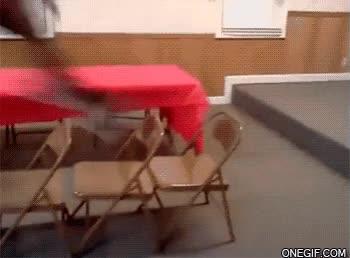 Enlace a ¿Será capaz de saltar todas las sillas?