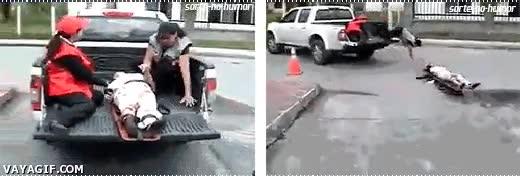 Enlace a No tenemos ambulancias, pero con un pick-up lo solventamos