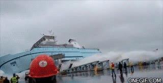Enlace a Y así es como se meten los barcos recién construidos en el mar