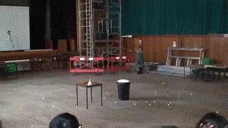 Enlace a ¿Aburrido en clase? Prueba a mezclar nitrógeno y pelotas de ping pong.