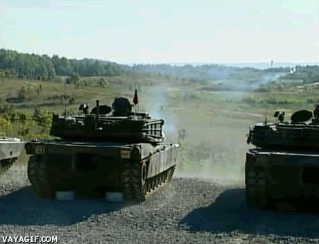 Enlace a Impresionante disparo de tanque