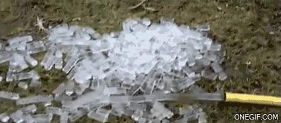 Enlace a En Rusia cuando necesitas hielo, sales al jardín, enchufas la manguera y ya