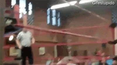 Enlace a Querer hacer una entrada triunfal en el ring y acabar haciéndola en el tanatorio