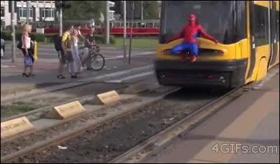 Enlace a Spiderman también usa el transporte público