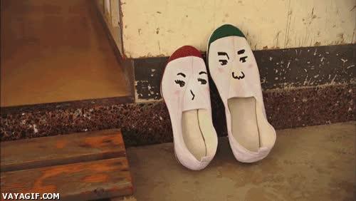 Enlace a Cuando ves al amor de tu vida liarse con el zapato equivocado...