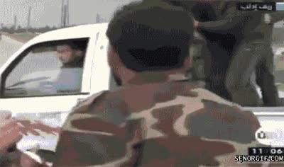 Enlace a Accidente de moto mientras habla con la periodista