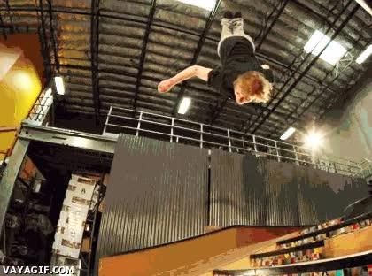 Enlace a Skate backflip a cámara lenta