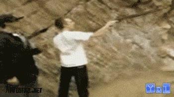 Enlace a Voy a disparar esta escopeta a una mano para demostrar mi hombría