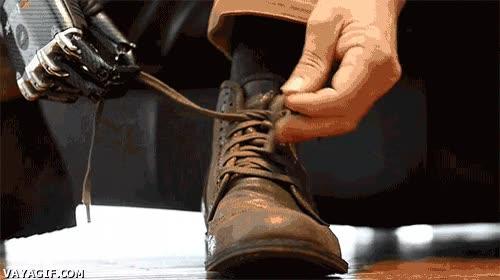 Enlace a Atarse los cordones con una mano biónica, bienvenidos al futuro