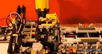 Enlace a Avión de papel hecho con maquinaria Lego