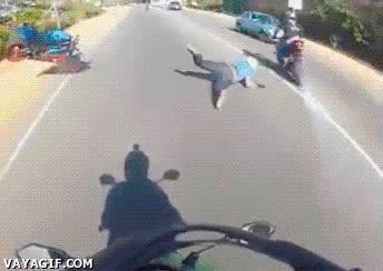 Enlace a Bueno, supongo que desde ese día dejó de hacer el subnormal con la moto...