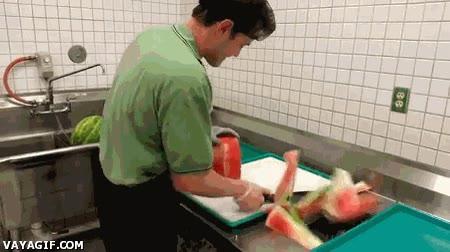 Enlace a ¿Cortar y pelar una sandía entera en 30 segundos? Y en menos si me doy prisa...