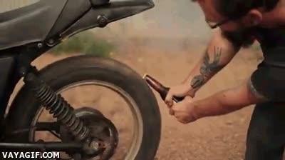 Enlace a Cuando sientes pasión por las motos no necesitas cosas absurdas como un abridor