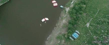 Enlace a Parece que alguien no se ha abrochado demasiado bien el paracaídas