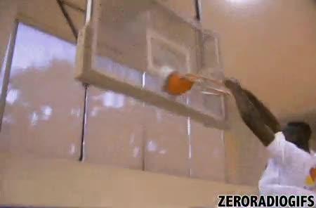 Enlace a Cuando eres un monstruo de más de dos metros en el baloncesto no todo son ventajas