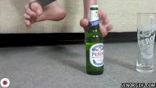 Enlace a ¿Quién necesita las manos para abrir una cerveza?