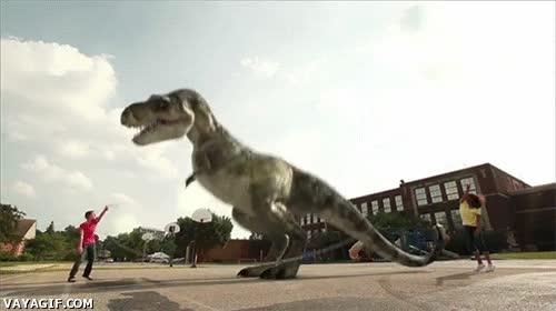 Enlace a Y luego mi madre me dice que tener un T-Rex como mascota no es una buena idea...