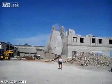 Enlace a Y así aprendí que las demoliciones son peligrosas incluso a 100 metros a la redonda