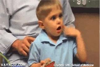 Enlace a Niño sordo oyendo la voz de su padre por primera vez