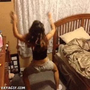 Enlace a Que mejor forma de limpiar tu cuarto que hacerlo a lo twerking
