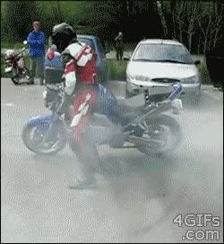 Enlace a Impresionante truco hecho por un profesional de la motocicleta