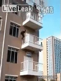 Enlace a Así de fácil se puede escalar un edificio de 4 pisos