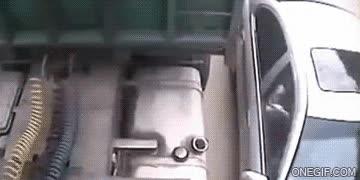 Enlace a Es que la gasolina está muy cara, pues mira que depósito más hermoso tiene ese camión...